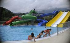 Elorrio se hace cargo de la gestión del polideportivo y las piscinas