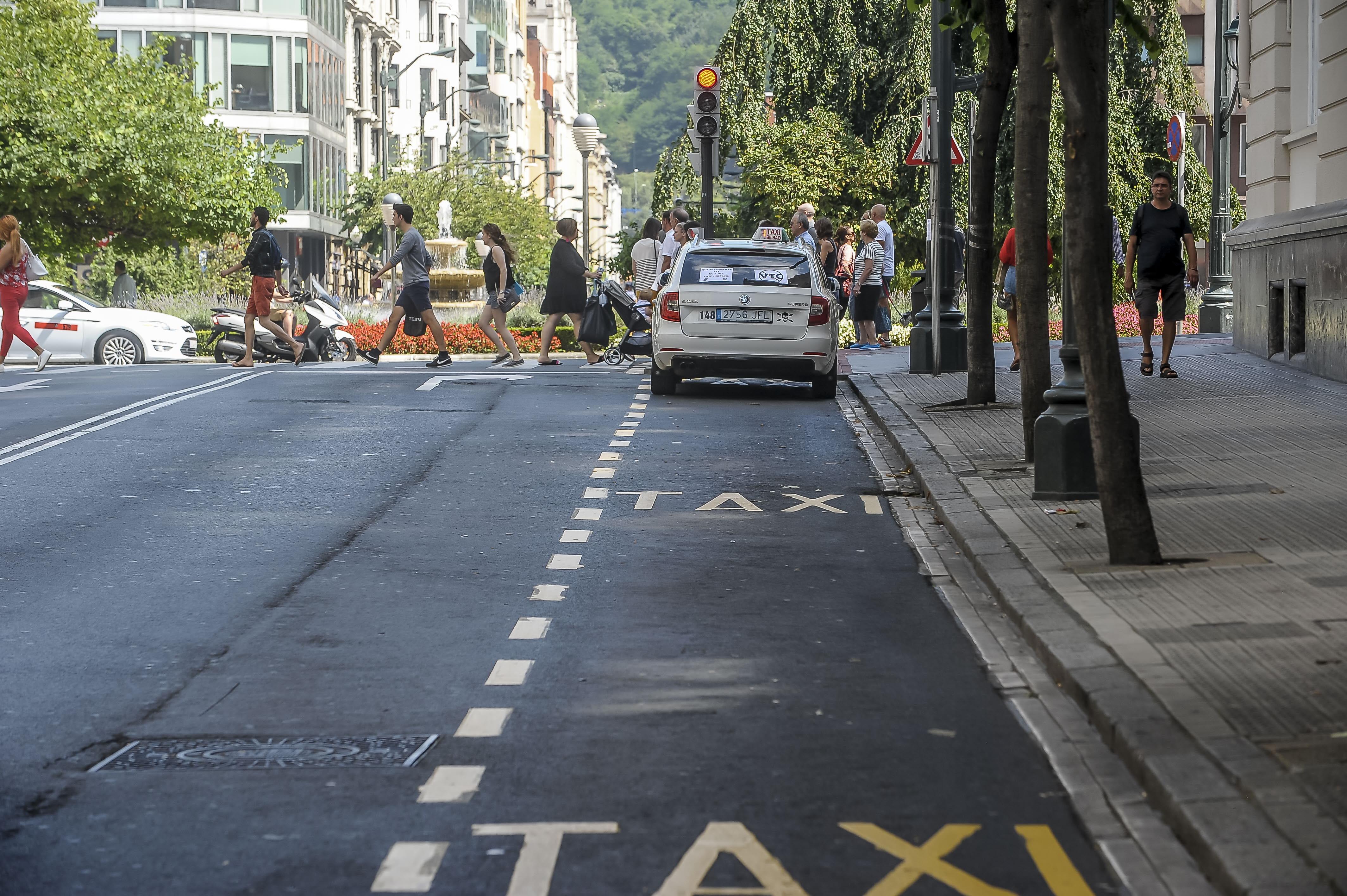 Los taxistas de Madrid podrán hacer trayectos a precio cerrado y rebajas en caso de contaminación