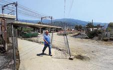 Vecinos piden mayor seguridad en el paso a nivel que une Basauri y Etxebarri