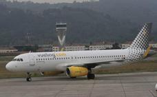 Un avión pierde la tapa de un motor al despegar y causa retrasos y un desvío en 'La Paloma'