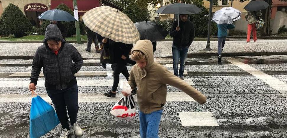 Euskadi esquiva lo peor del temporal pese al granizo y los fuertes aguaceros