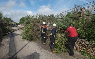 38.000 vecinos se quedan sin electricidad en Menorca por un tornado
