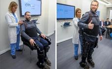 Vascos con esclerosis múltiple participan en el primer ensayo mundial con un exoesqueleto