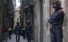 Más de 700 mossos despliegan un macrooperativo contra los 'narcopisos' en Barcelona