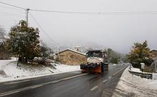 La nieve y la lluvia vuelven a dificultar la conducción por la red viaria de Álava