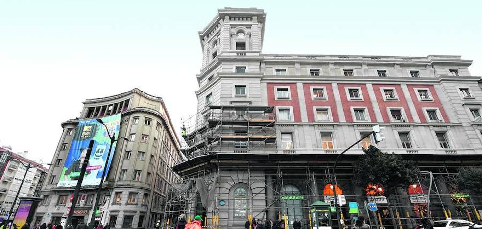 La estación de Abando recupera su fachada tras tres años de obras y problemas judiciales