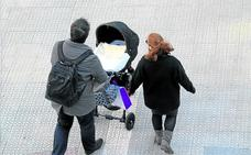 20.000 vascas piden la devolución del IRPF retenido en sus bajas por maternidad