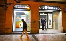 Un encapuchado asalta con una pistola una oficina de Kutxabank en San Sebastián