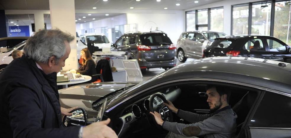 Las ventas de coches vuelven a caer tras las cifras récord que lograron en verano