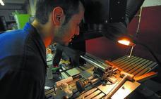 El Ayuntamiento subvencionará 24 contratos a desempleados de Eibar