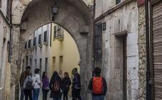 Veraneantes vizcaínos y vecinos, al rescate del centro histórico de Medina de Pomar