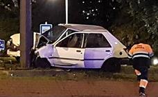 Un coche pierde el control en la avenida Zumalacárregui de Bilbao y se estampa contra un poste