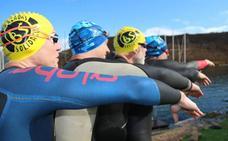 Tres nadadores alaveses cumplen el reto solidario de cruzar el Estrecho
