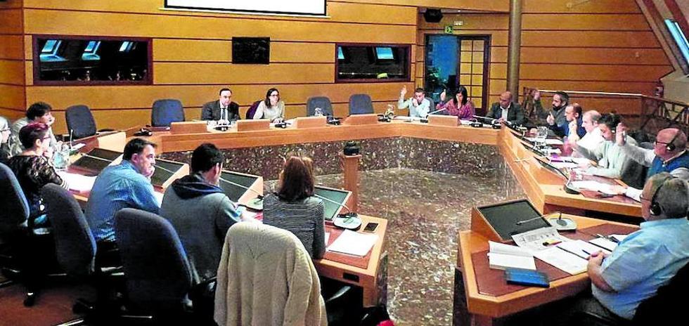 Las Juntas rechazan implantar medidas de control en los coches oficiales de la Diputación