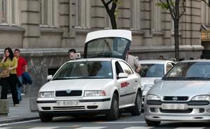 Alfonso Gil culpa a la MTV de utilizar la parada de taxi del Carlton como aparcamiento