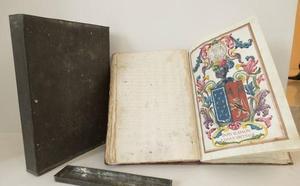 Un archivo familiar descubierto tras un escudo de armas para la Fundación Sancho el Sabio