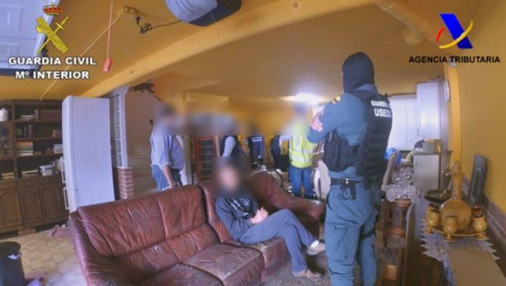 Tres detenidos en Bilbao y Getxo por estafa en la compra de viviendas en Cantabria