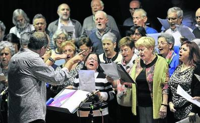 El Himno al Alavés en euskera culmina el homenaje de los Celedones de Oro a Alfredo Donnay