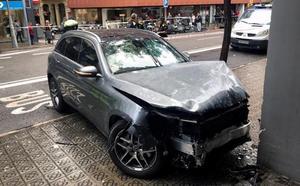 Una niña herida grave al arrollar un coche a varios peatones en Barcelona