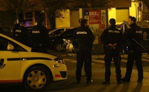 Un detenido en Vitoria por intentar atropellar a un ertzaina y a otras personas tras una celebración