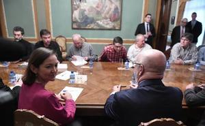 Los gobiernos central y vasco siguen negociando con el armador Van Oord para terminar la draga en La Naval