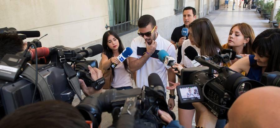 Piden 9 y 6 meses de prisión para tres miembros de La Manada por robar gafas en San Sebastián