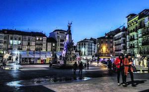 Las quejas de comercios y vecinos fuerzan a mejorar la iluminación en el centro de Vitoria