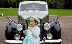 Maite, enferma de cáncer a los 6 años, cumple su sueño de convertirse en princesa