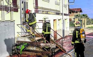 Los vecinos de Aretxabaleta urgen medidas ante los «constantes» incendios y los 'okupas'