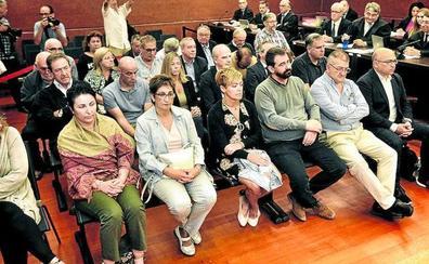 El fiscal pide que una decena de excargos vinculados al PNV entren en la cárcel