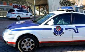 Hiere a un ertzaina tras robar en siete coches estacionados en Trapagaran
