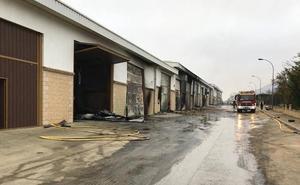 Un incendio afecta a 15 pabellones agrícolas en Samaniego