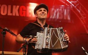 Xabi Aburruzaga monta la fiesta de La Bottine Souriante en San Sebastián y Bilbao