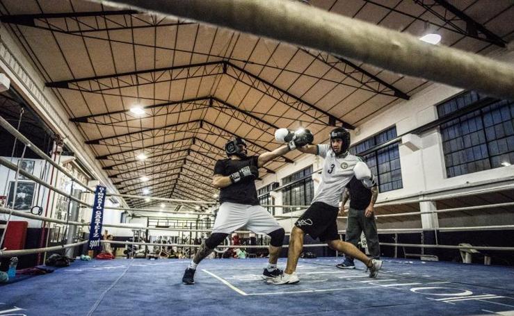 Un día de boxeo en el Gasteiz Sport de Betoño
