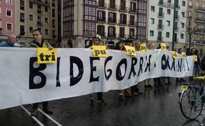 Ciclistas irrumpen en el acto de Stop Accidentes para protestar por la muerte de Irene
