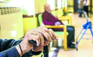 La oposición reprocha a González «falta de previsión» para paliar las listas de espera en Álava