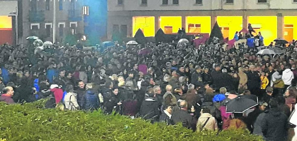 Más de 2.000 personas se concentran en Basauri para protestar por los abusos a menores