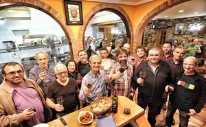 La sociedad gastronómica Eskola Zaharra apuesta por la tradición