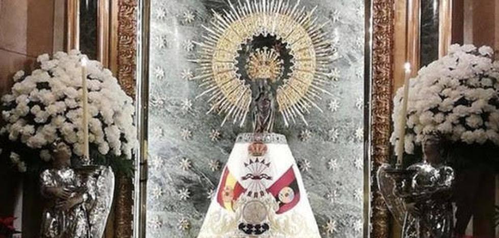 Piden perdón por poner el manto de la Falange a la Virgen del Pilar en vísperas del 20-N