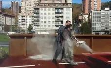 Detienen a un individuo por lanzar cemento al diputado general de Gipuzkoa en un acto en Pasaia