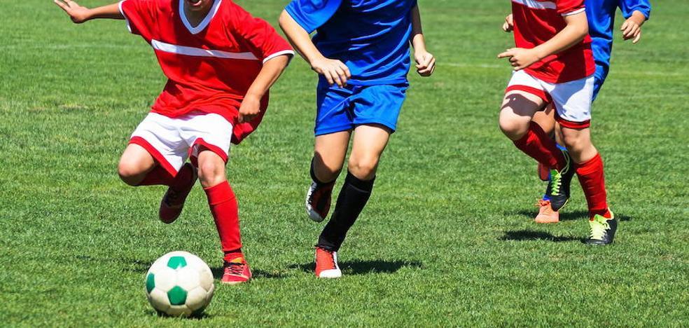 La Diputación no ve sexista que niñas y niños compitan separados en fútbol escolar