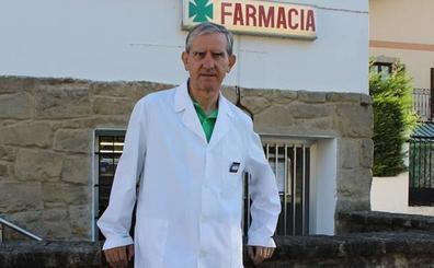 El farmacéutico de Bedia, distinguido por su labor en favor de los más necesitados