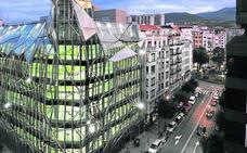 Empresas eléctricas sin presencia en Euskadi se llevan el recibo de la luz del Gobierno vasco
