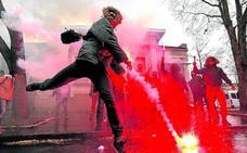 Ucrania declara la ley marcial frente a Rusia