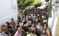 Identificados dos jóvenes, uno menor de edad, por agredir a un policía local en las fiestas del Puerto Viejo