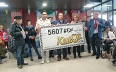 Cheque de 6.384 euros para la residencia Calzada