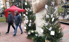 La amenaza de lluvia y viento no impide que el Mercado Navideño atrape a los visitantes