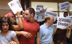 Santiago Abascal, de concejal increpado a asaltante del parlamento andaluz