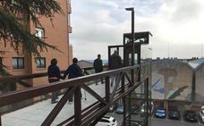 Un nuevo ascensor refuerza la accesibilidad en el centro de Abanto