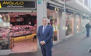 «Los años de crisis y el cambio de hábitos de consumo están acabando con el comercio local»